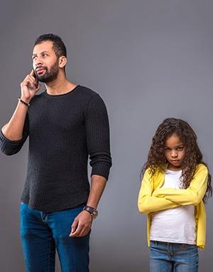 Dependența de tehnologie a părinților influențează comportamentul copiilor